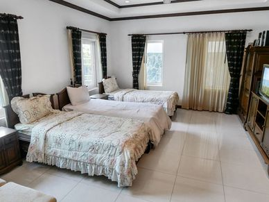 6 main bedrooms for 15 people to host
