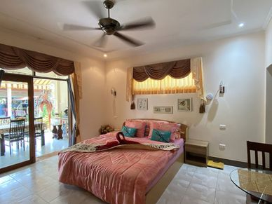 AC, TV, Safe and lots of space - the bedrooms