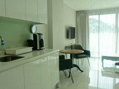 A chic and well-equipped kitchenette