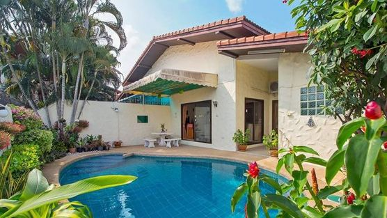 A friendly, centrally located downtown villa