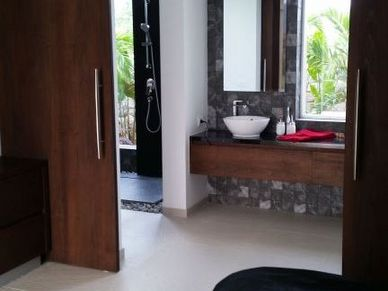 A glimpse to the master-bathroom