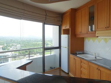 A nicely equipped kitchen with breakfast bar