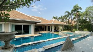 A noble and peaceful villa