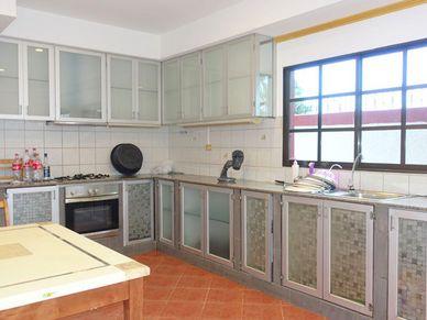 A roomy kitchen