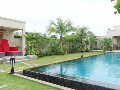 A separate Sala overlooking the 15 meter pool