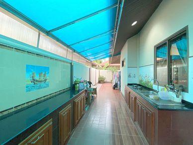 A solid outdoor Thai kitchen