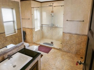 A total of 5 luxury bathrooms