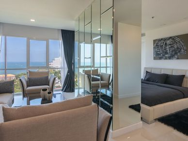 A true suite, the master-bedroom