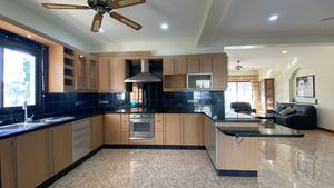 A well-equipped, spacious Western kitchen