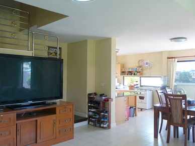 Across the open-space living- and dining-area