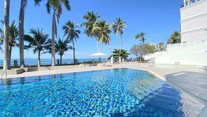 Across the pool towards the bathing beach
