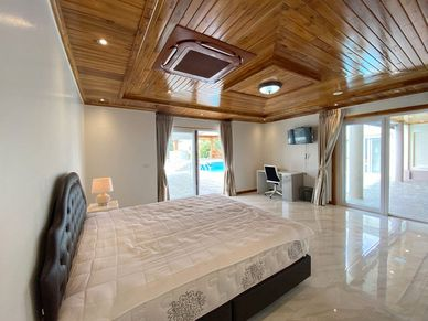All 5 bedrooms have nice views and a TV-set
