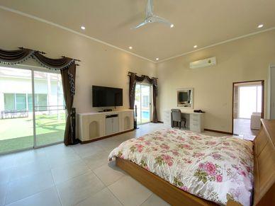 All bedrooms enjoy nice outdoor views