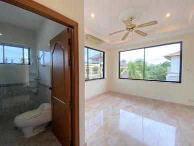 All bedrooms have their en-suite bathrooms