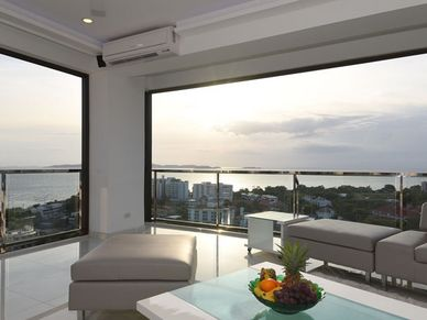 All open, the penthouse becomes an outdoor space
