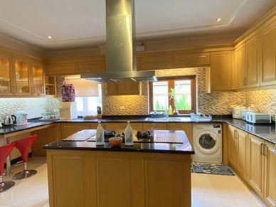 An impressive Western kitchen