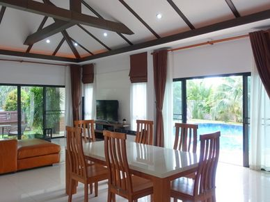 Another look across the airy living-space