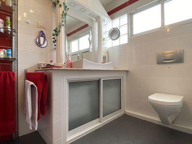 Both bedrooms have their en-suite bathrooms