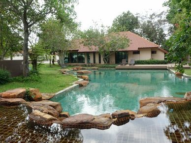 Communal garden, pool and water feature