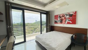 From this bedroom, you overlook Pattaya-Bay
