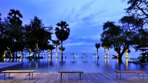 Gorgeous infinity pool towards the beach and islands