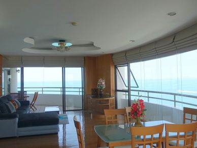 Gorgeous panoramic views from the living- and dining-area