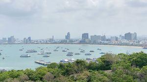 Gorgeous views across Pattaya-bay