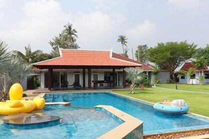 Jacuzzi, Pool and Sala