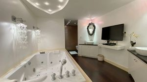 Jacuzzi, TV and walk-in wardrobe - The master-bathroom