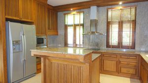 Lavish open-plan kitchen - dishwasher included
