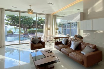 Living-space, private pool, beach