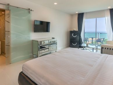 Lovely sea views or the latest movie from your bed