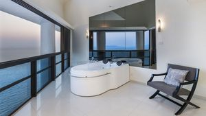 Open space Jacuzzi besides the master bedroom