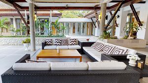 Outdoor sofas under one of the Salas