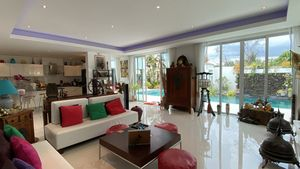 Panoramic views to the outdoors - The living-area