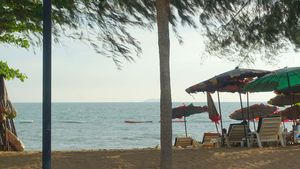 Private access to Jomtien Dongtarn-beach