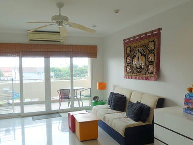 The Duplex-flat has two living or lounge areas, here the downstairs one
