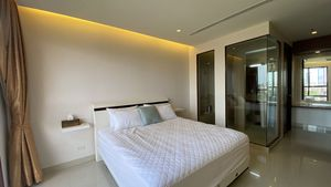 The bedroom with the glazed shower in the background