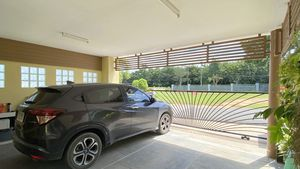 The carport offers space for 2 cars