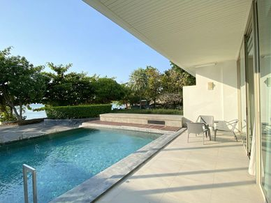 The covered terrace and your pool