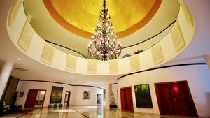 The dome and it`s chandelier in the estates center