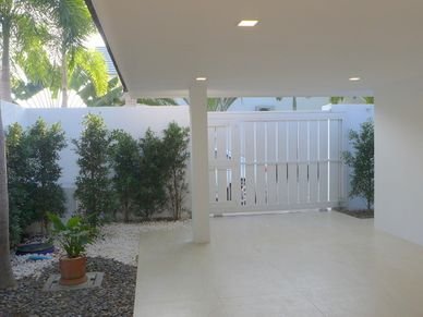 The entrance and carport-area