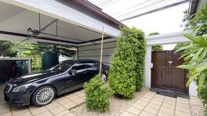 The entrance and the automatic garage for 2 cars