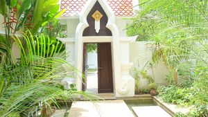 The entrance arch from inside the villa