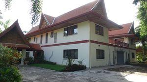 The estates backside with garage