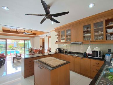 The generous and well-equipped kitchen