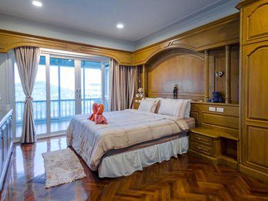 The generous master-bedrooms offering sea views