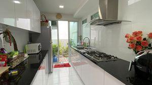 The half-way open, top-modern Thai kitchen
