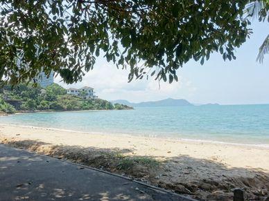 The idyllic bathing beach at your doorsteps