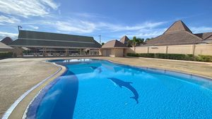 The impressive communal pool and clubhouse